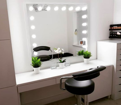Creating The Ultimate Dressing Room With Hollywood Mirrors Illuminated Mirrors Blog