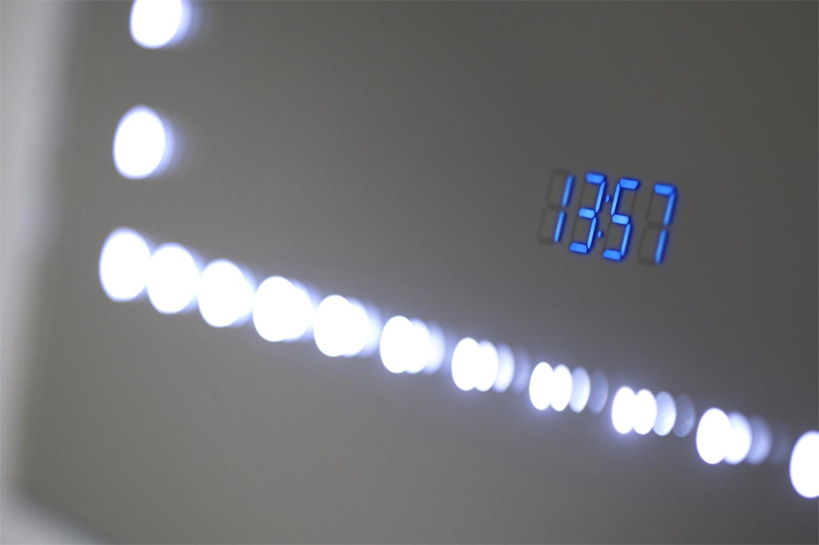 badspiegel mit uhr rgb beleuchtung heizung sensor rasiersteckdose k189rgb ebay. Black Bedroom Furniture Sets. Home Design Ideas