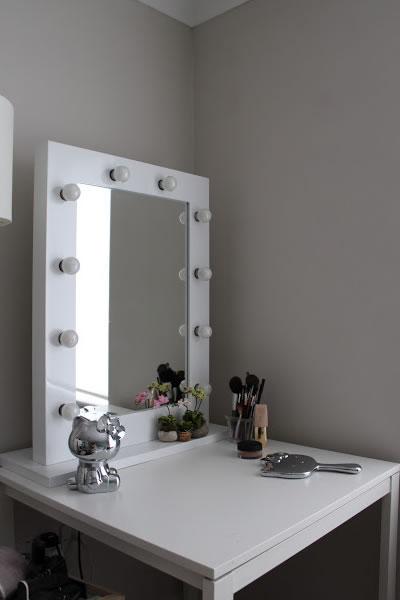 Specchio bianco ad alta lucentezza hollywood per trucco - Ikea specchio trucco ...